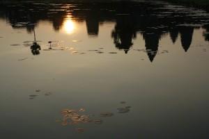 Angkot Wat reflecting pool